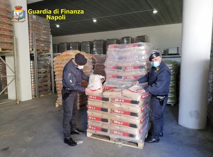 OTTAVIANO – GDF SEQUESTRA 220 TONNELLATE DI PELLET ED AUTOLAVAGGIO ABUSIVO