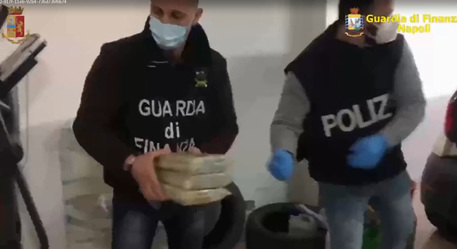 CAMPANIA – OPERAZIONE ANTIDROGA: SEQUESTRATI 150 CHILI DI COCAINA