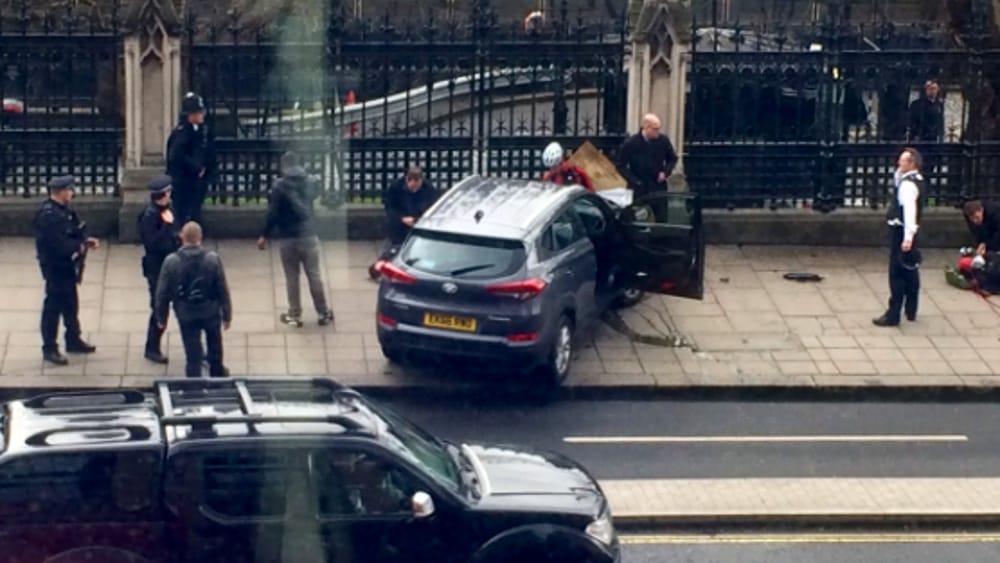 22 MARZO – ATTENTATO A LONDRA, TORNA LA PAURA DEL TERRORISMO