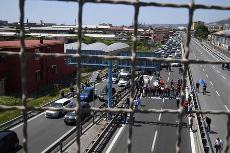 CAMPANIA – PROTESTA LAVORATORI WHIRPOOL: LIBERATA L'AUTOSTRADA