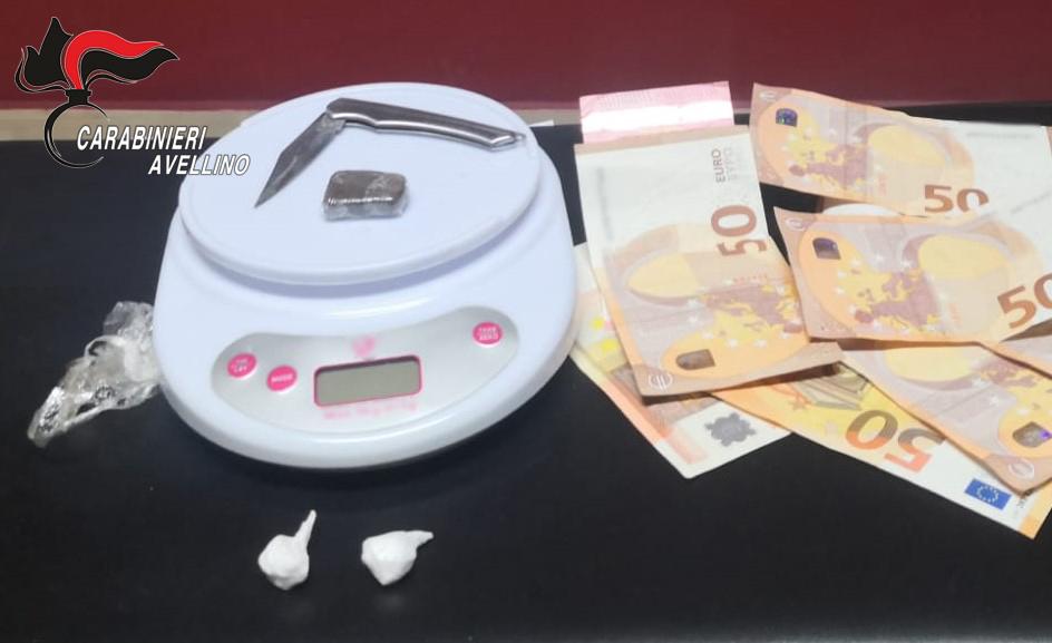 OSPEDALETTO D'ALPINOLO – SORPRESO A CEDERE DROGA: IN MANETTE PUSHER NOCERINO