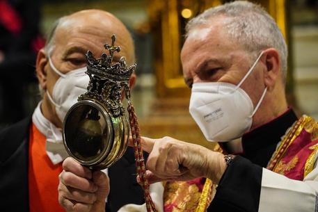 NAPOLI – IL SANGUE DI SAN GENNARIO NON SI SCIOGLIE