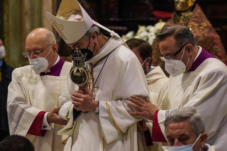 NAPOLI – STAVOLTA SI: IL SANGUE DI SAN GENNARO SI È SCIOLTO